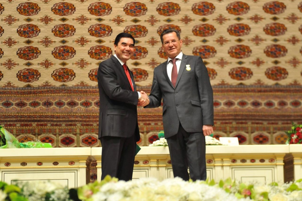 images novosti2 Politiki 10 Туркменский президент вручил медаль астраханскому губернатору