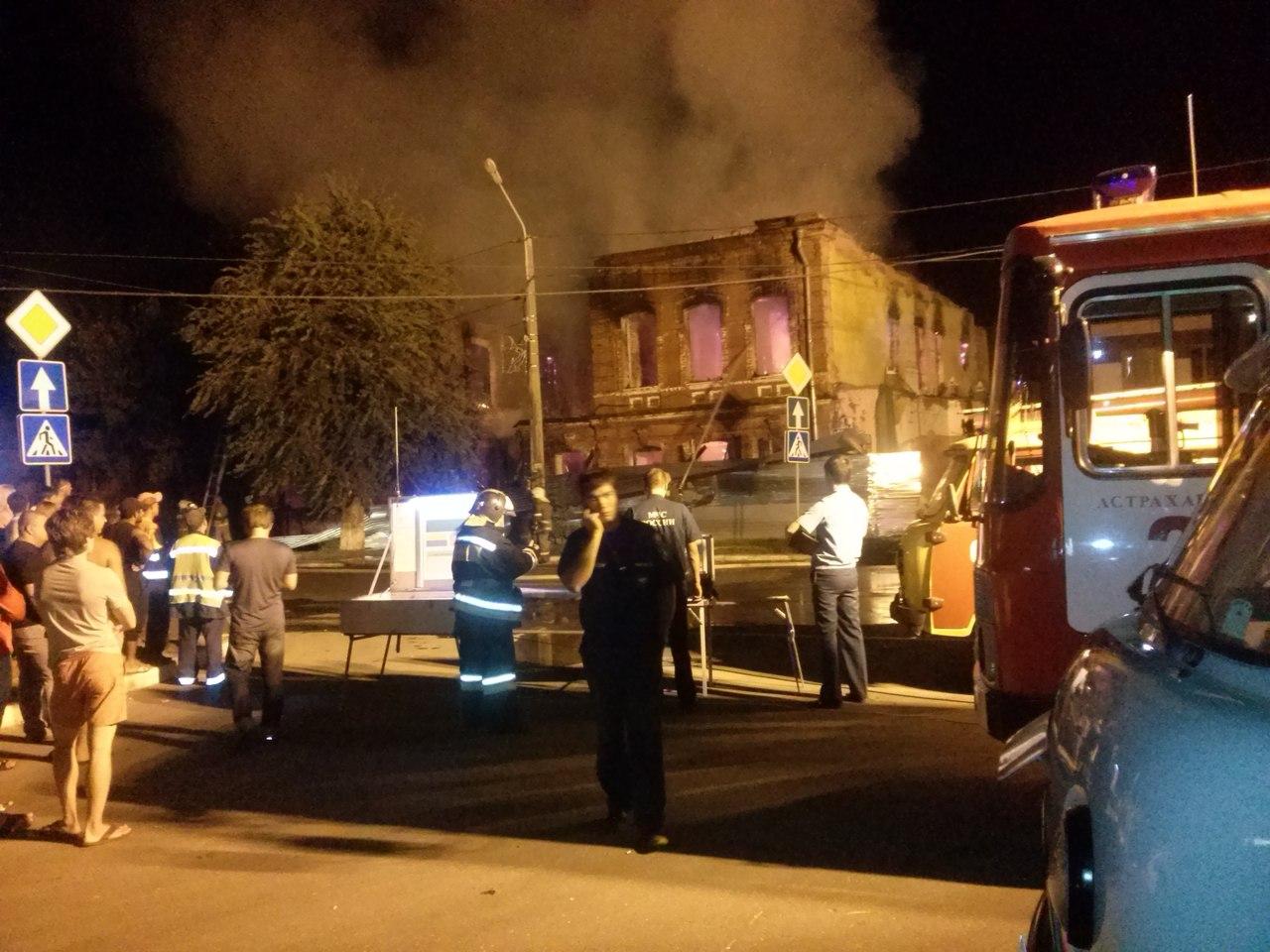 images novosti2 Proisshestviya Pozhar jgsigubl sa Крупный пожар уничтожил два старинных здания в Астрахани