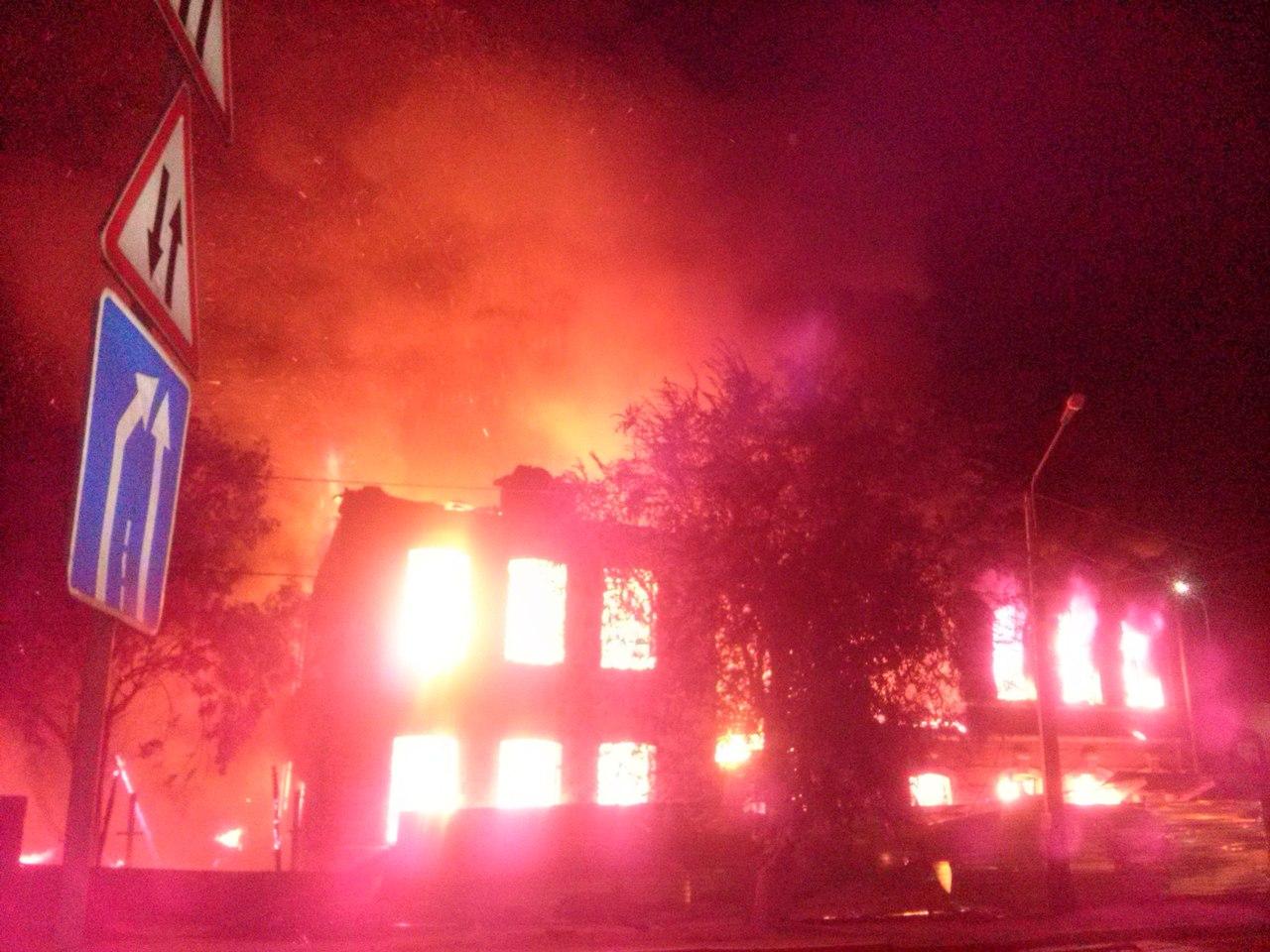 images novosti2 Proisshestviya Pozhar s2po1q2y qk Крупный пожар уничтожил два старинных здания в Астрахани