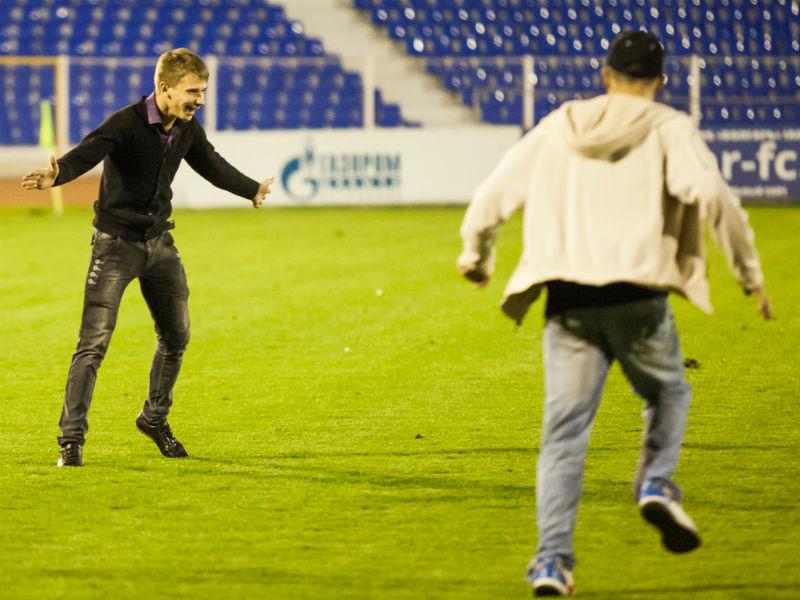 """images novosti2 Sport bolelschiki """"Волгарь"""" оштрафовали на 35 тыс. руб. за болельщиков на поле"""