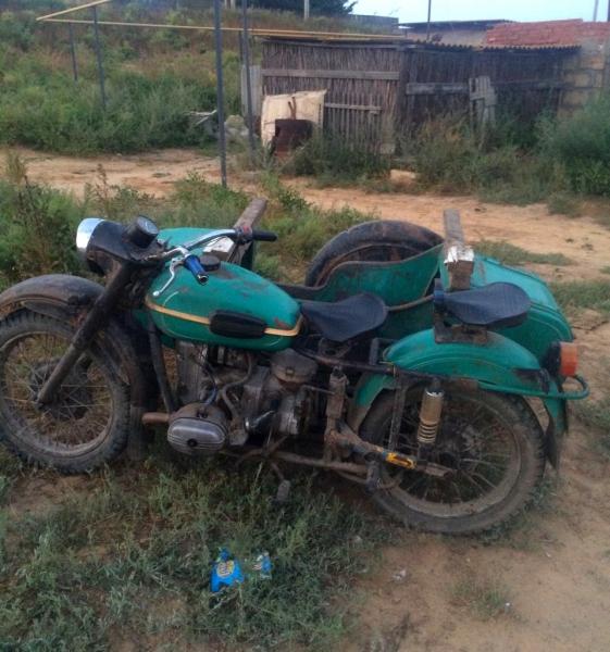 Motociklist udaril rebenka-800x600