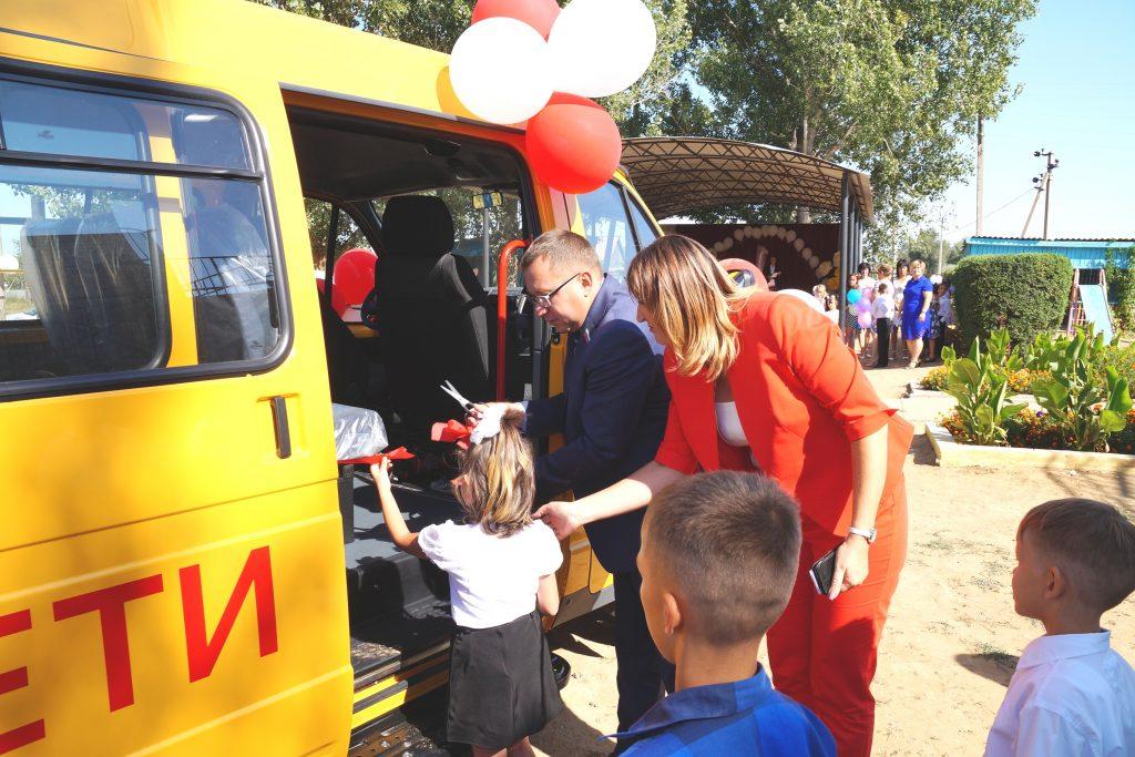 222 Благотворительный фонд «ЛУКОЙЛ» подарил воспитанникам реабилитационного центра «Вера» новый микроавтобус