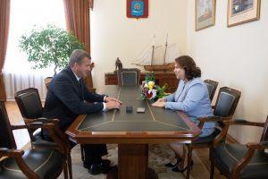 1 6 В Астрахани Сергей Морозов встретился с Послом доброй воли ООН