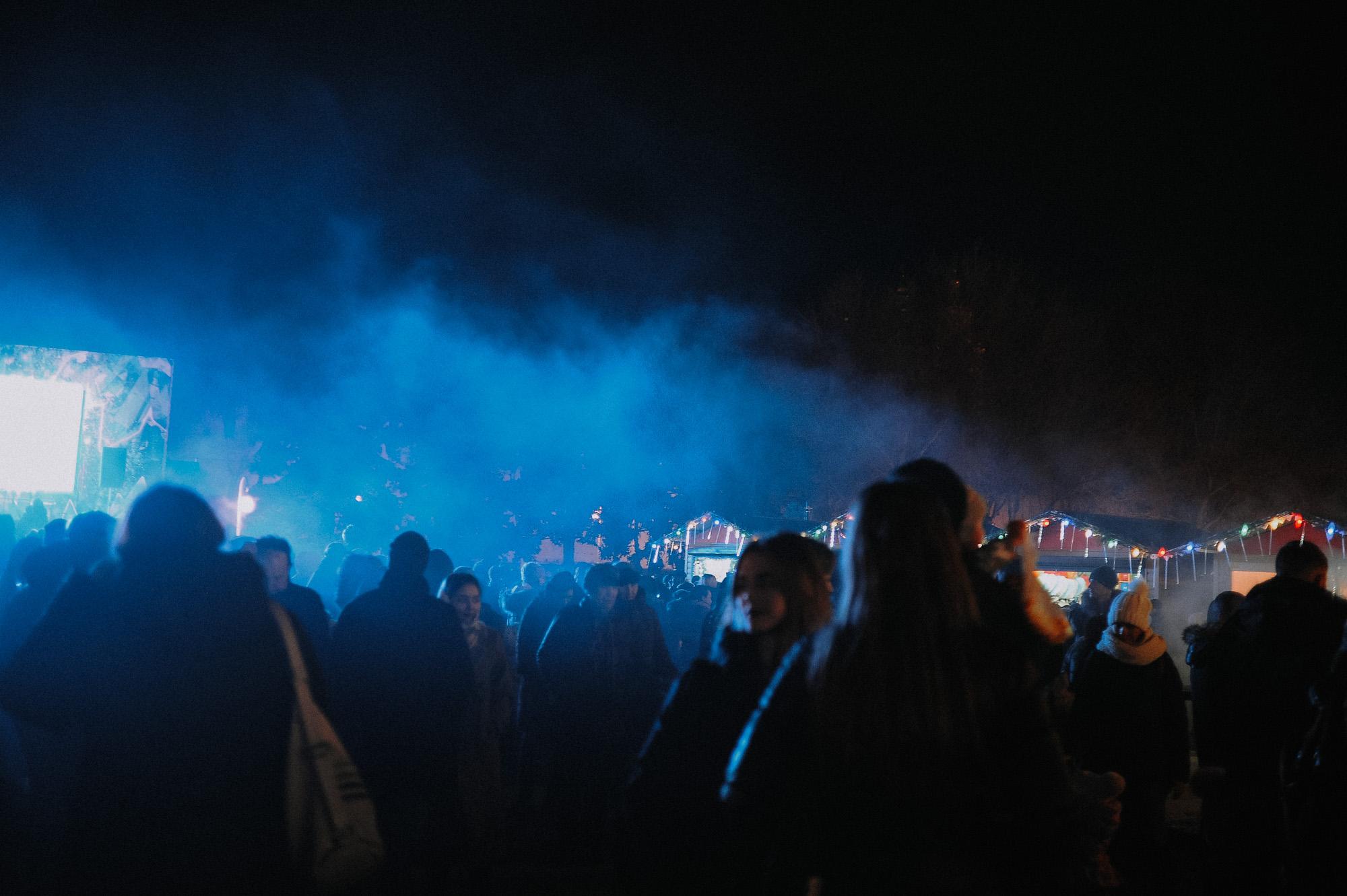 ZZZ 6798 В Астрахани на площади Ленина зажгли новогоднюю елку: кадры торжества