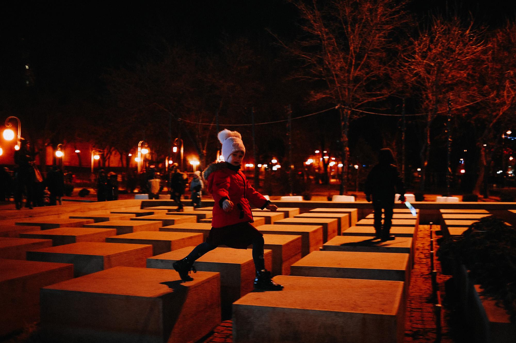 ZZZ 6805 В Астрахани на площади Ленина зажгли новогоднюю елку: кадры торжества