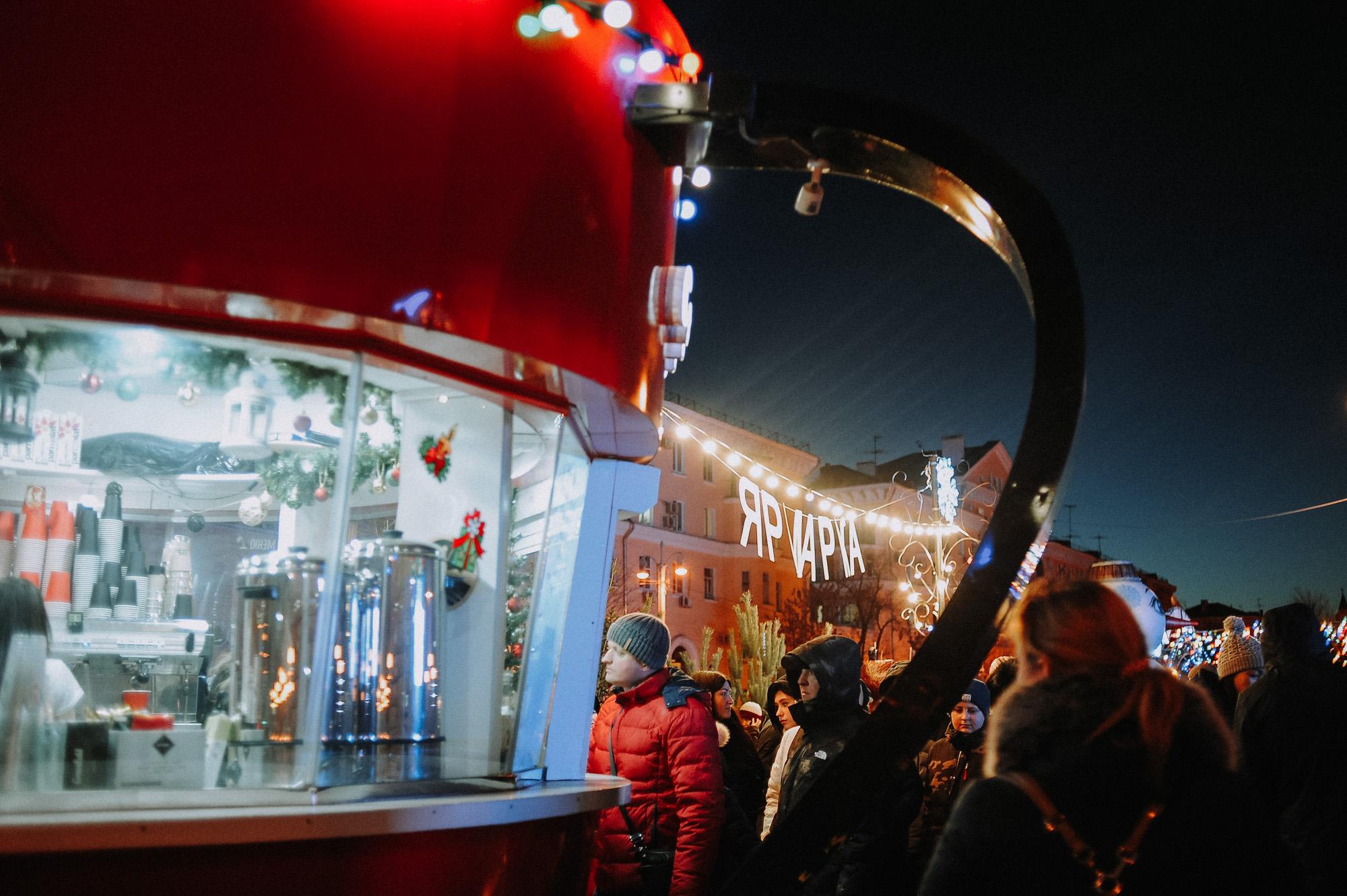 ZZZ 6807 В Астрахани на площади Ленина зажгли новогоднюю елку: кадры торжества