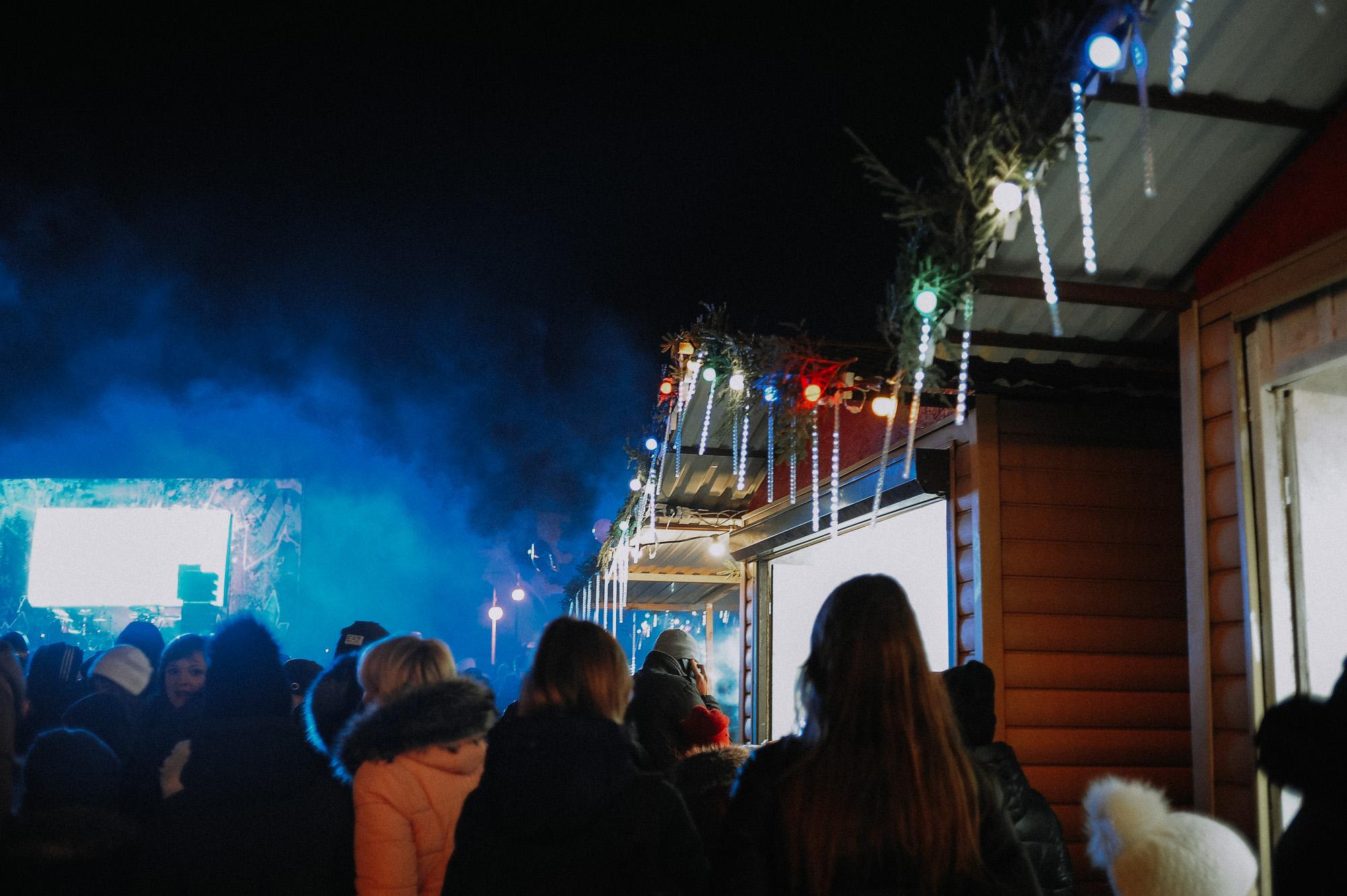 ZZZ 6808 В Астрахани на площади Ленина зажгли новогоднюю елку: кадры торжества