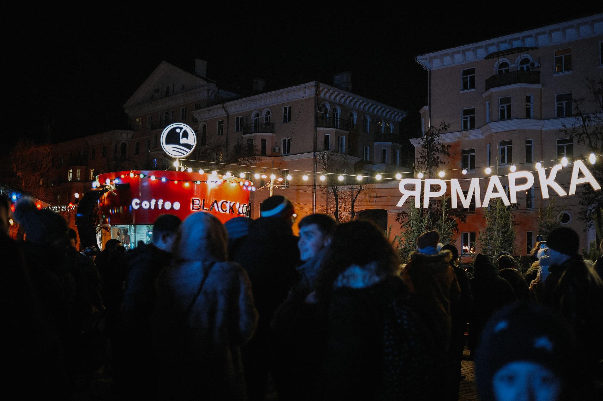 ZZZ 6810 В Астрахани на площади Ленина зажгли новогоднюю елку: кадры торжества