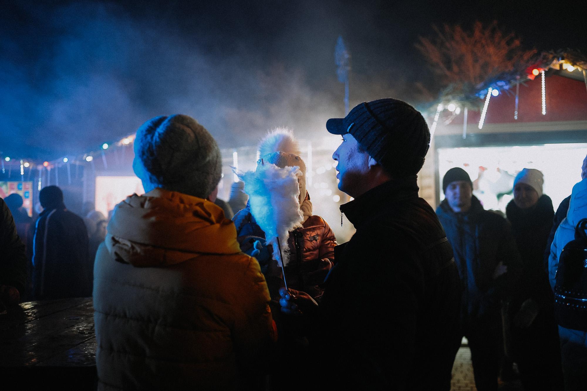 ZZZ 6814 В Астрахани на площади Ленина зажгли новогоднюю елку: кадры торжества