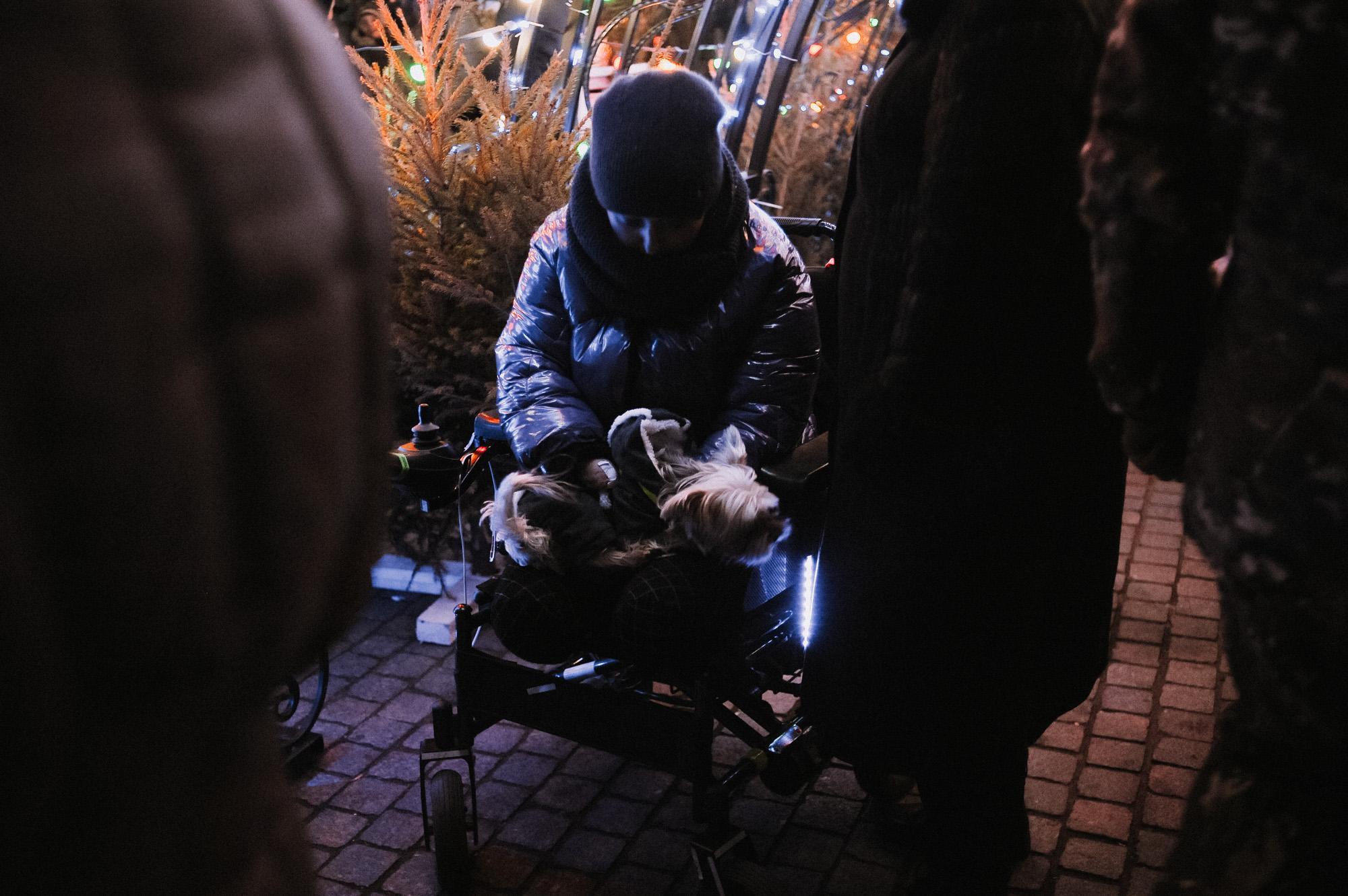 ZZZ 6826 В Астрахани на площади Ленина зажгли новогоднюю елку: кадры торжества