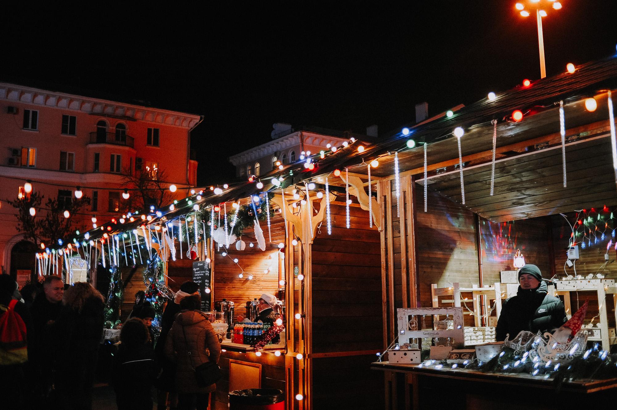 ZZZ 6856 В Астрахани на площади Ленина зажгли новогоднюю елку: кадры торжества