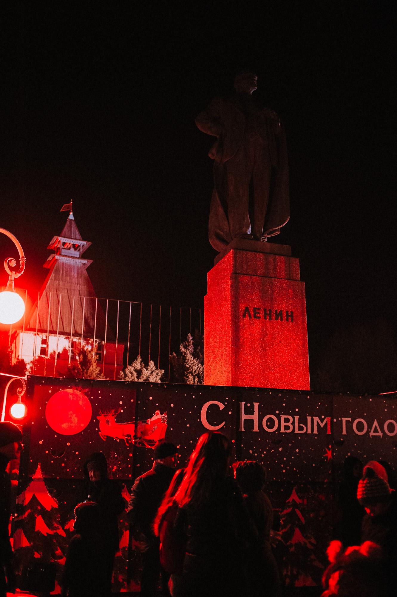 ZZZ 6860 В Астрахани на площади Ленина зажгли новогоднюю елку: кадры торжества
