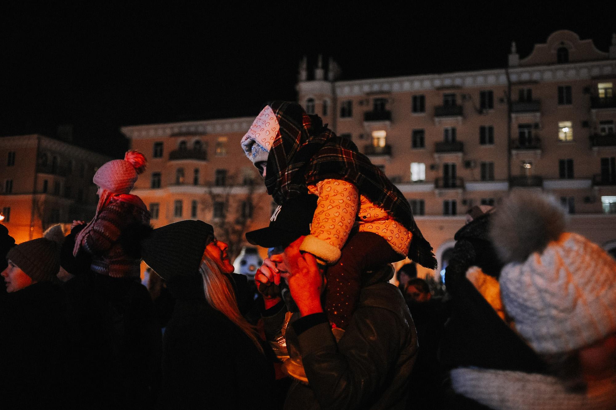 ZZZ 6883 В Астрахани на площади Ленина зажгли новогоднюю елку: кадры торжества