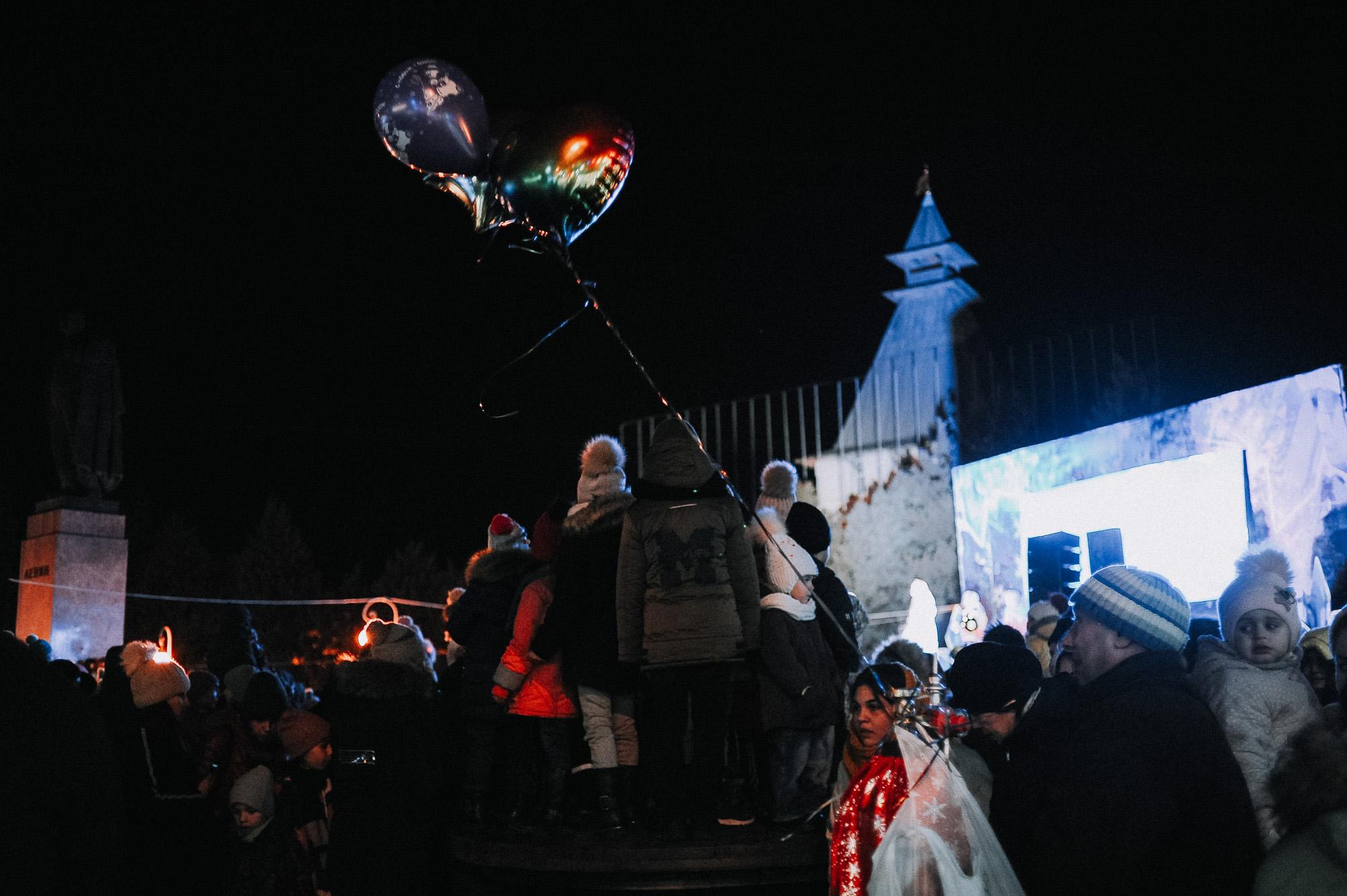 ZZZ 6888 В Астрахани на площади Ленина зажгли новогоднюю елку: кадры торжества