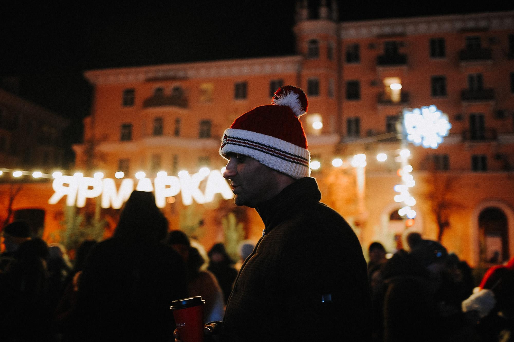 ZZZ 6905 В Астрахани на площади Ленина зажгли новогоднюю елку: кадры торжества