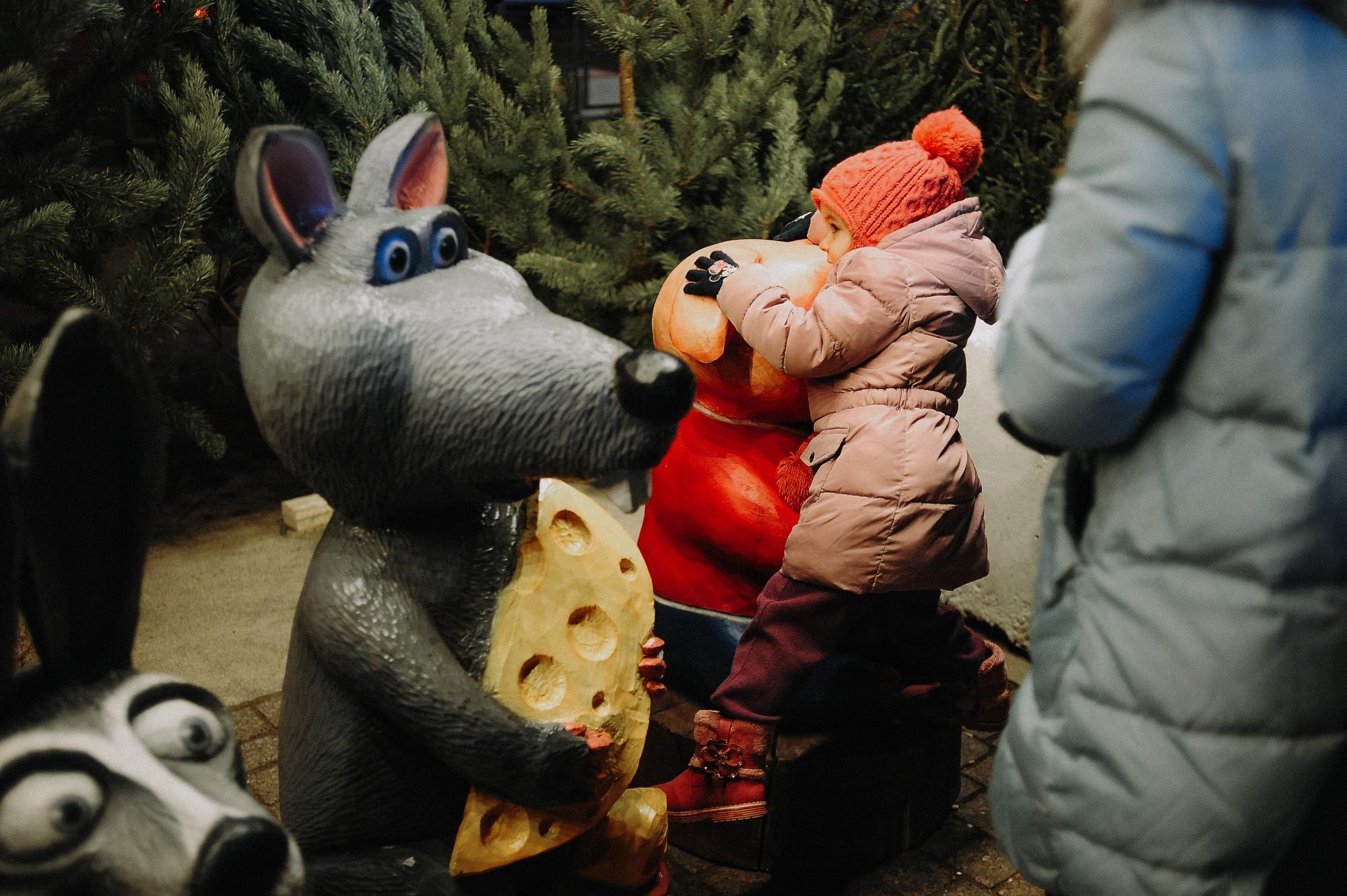 ZZZ 6910 В Астрахани на площади Ленина зажгли новогоднюю елку: кадры торжества