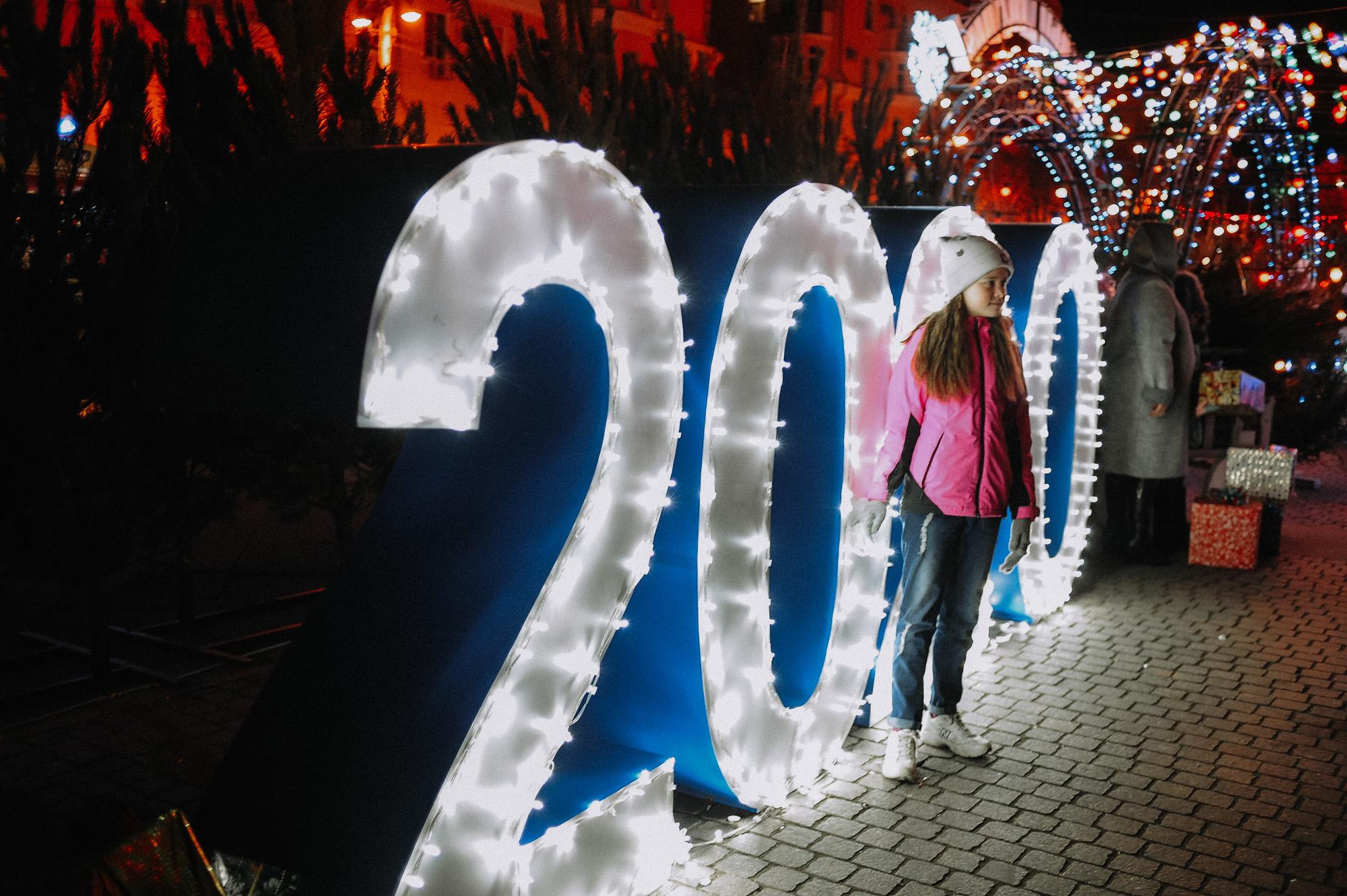 ZZZ 6916 В Астрахани на площади Ленина зажгли новогоднюю елку: кадры торжества
