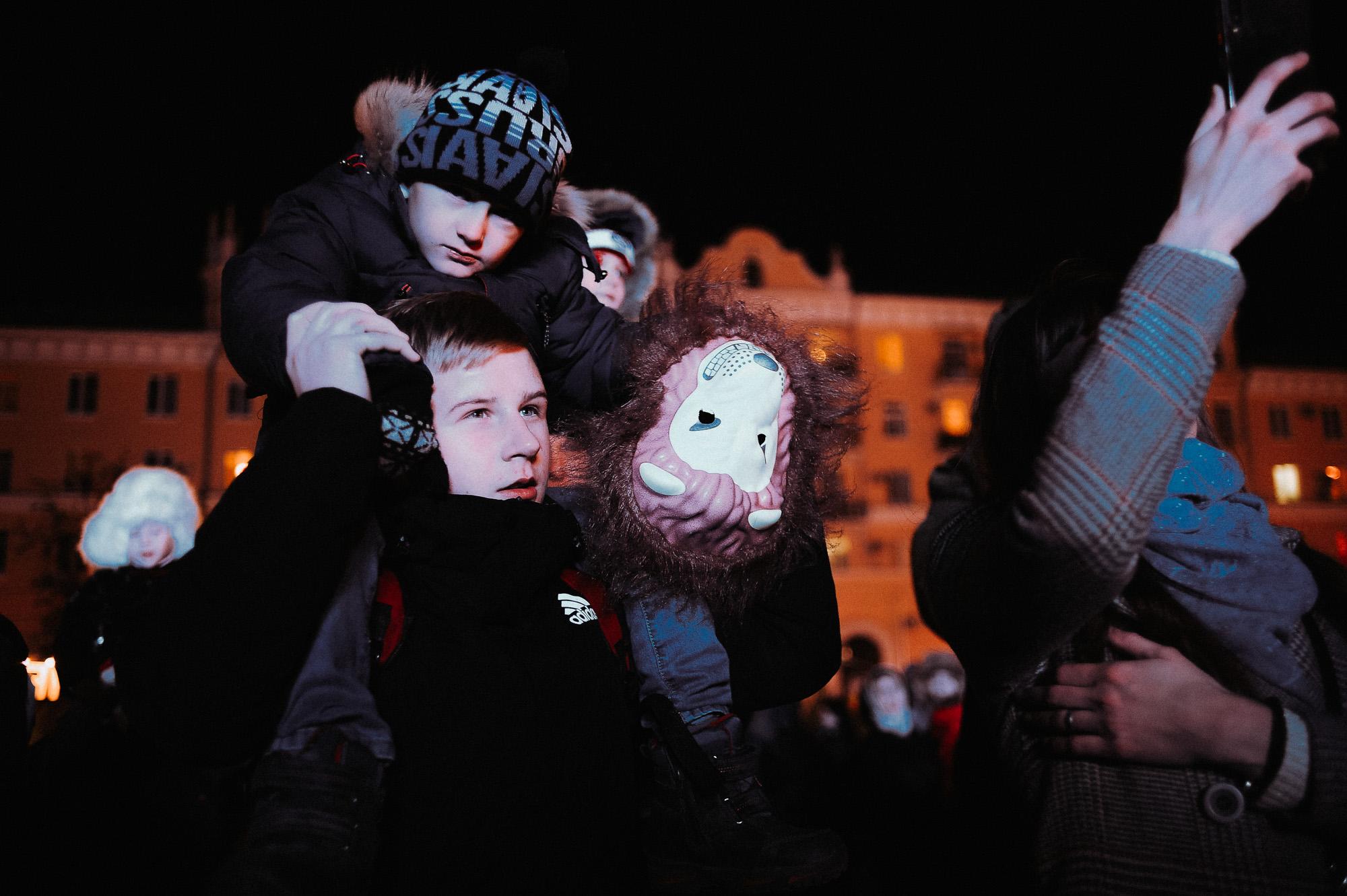 ZZZ 6937 В Астрахани на площади Ленина зажгли новогоднюю елку: кадры торжества