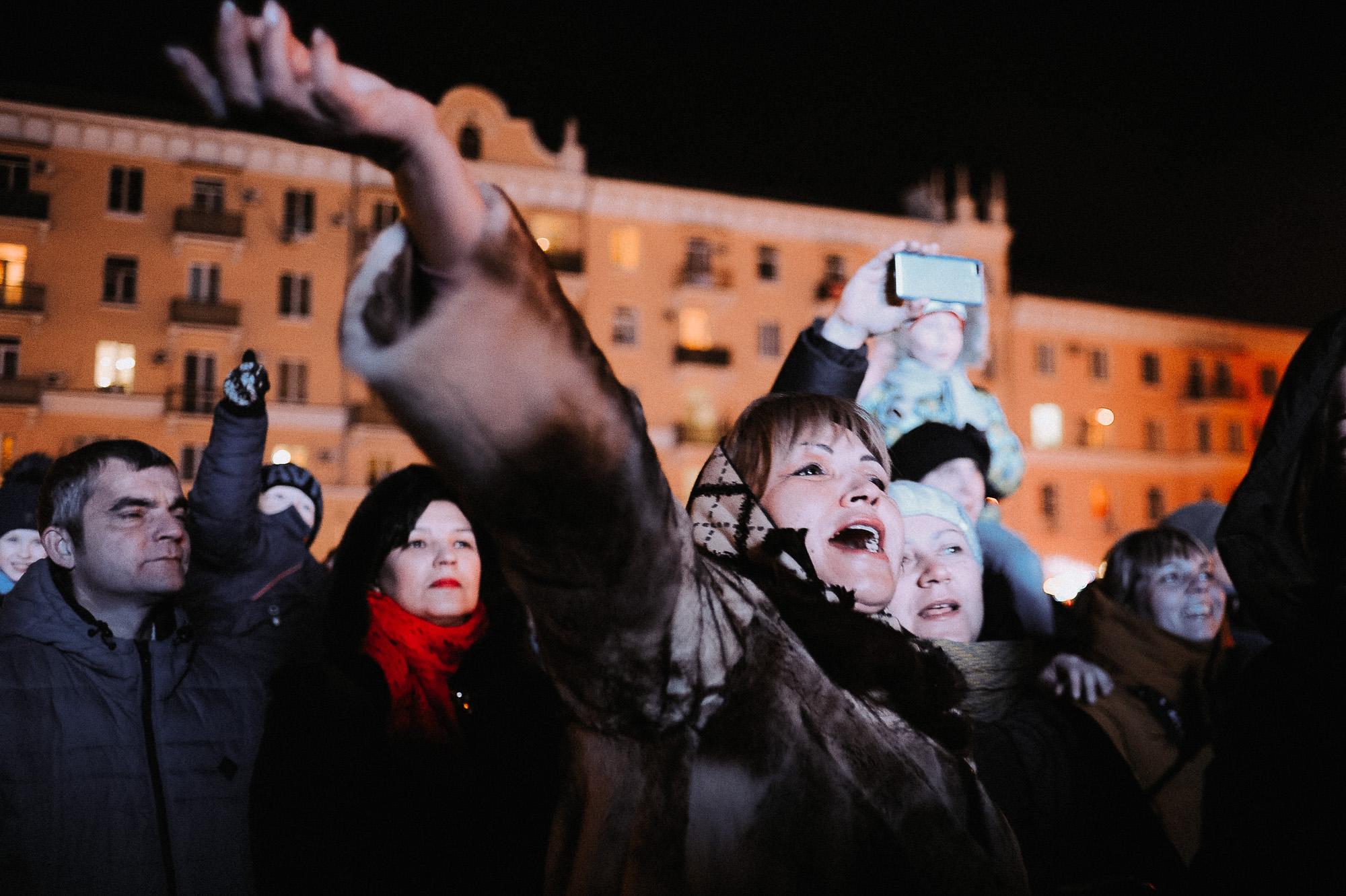 ZZZ 6939 В Астрахани на площади Ленина зажгли новогоднюю елку: кадры торжества