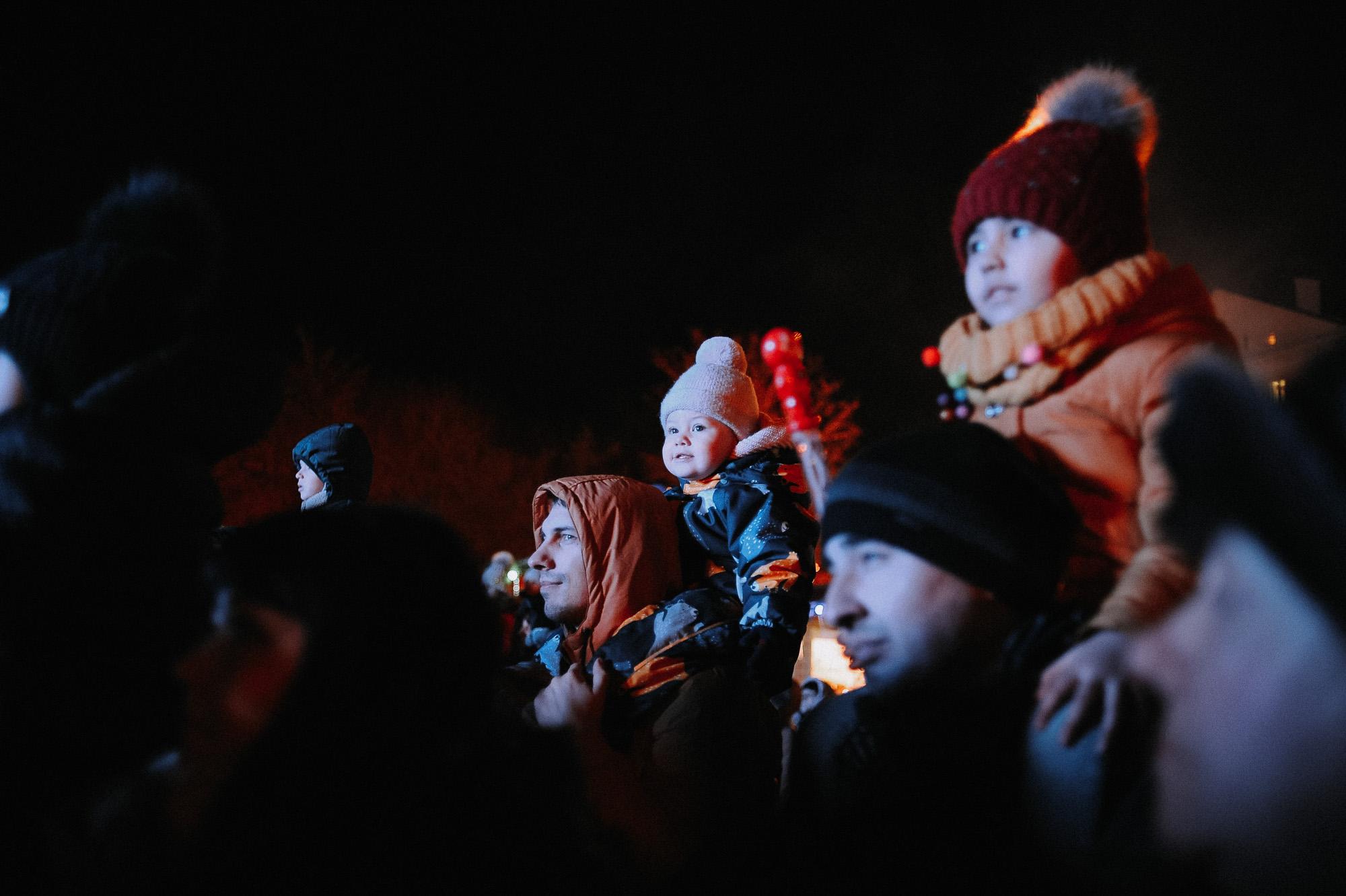 ZZZ 6946 В Астрахани на площади Ленина зажгли новогоднюю елку: кадры торжества