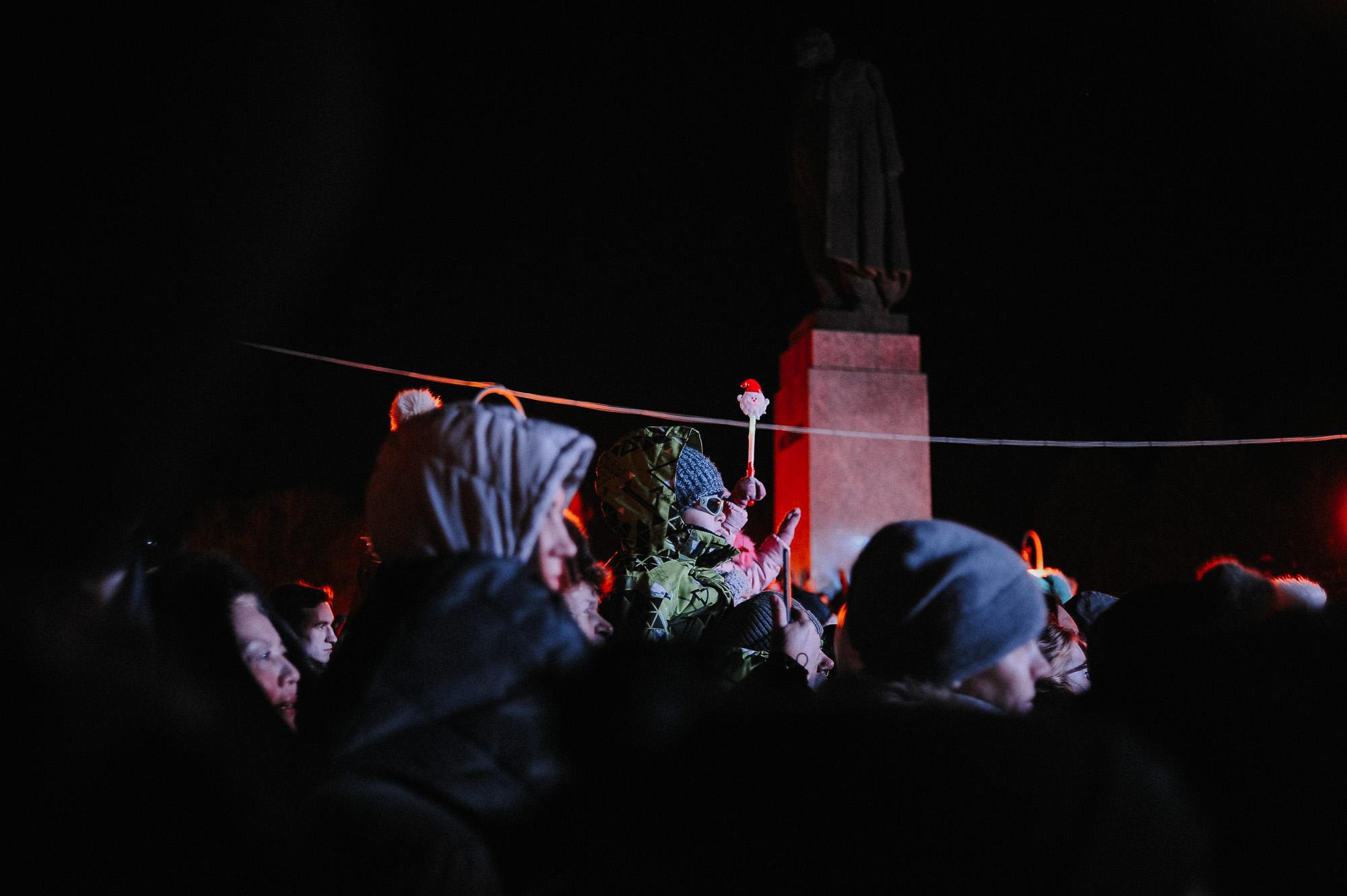 ZZZ 6963 В Астрахани на площади Ленина зажгли новогоднюю елку: кадры торжества