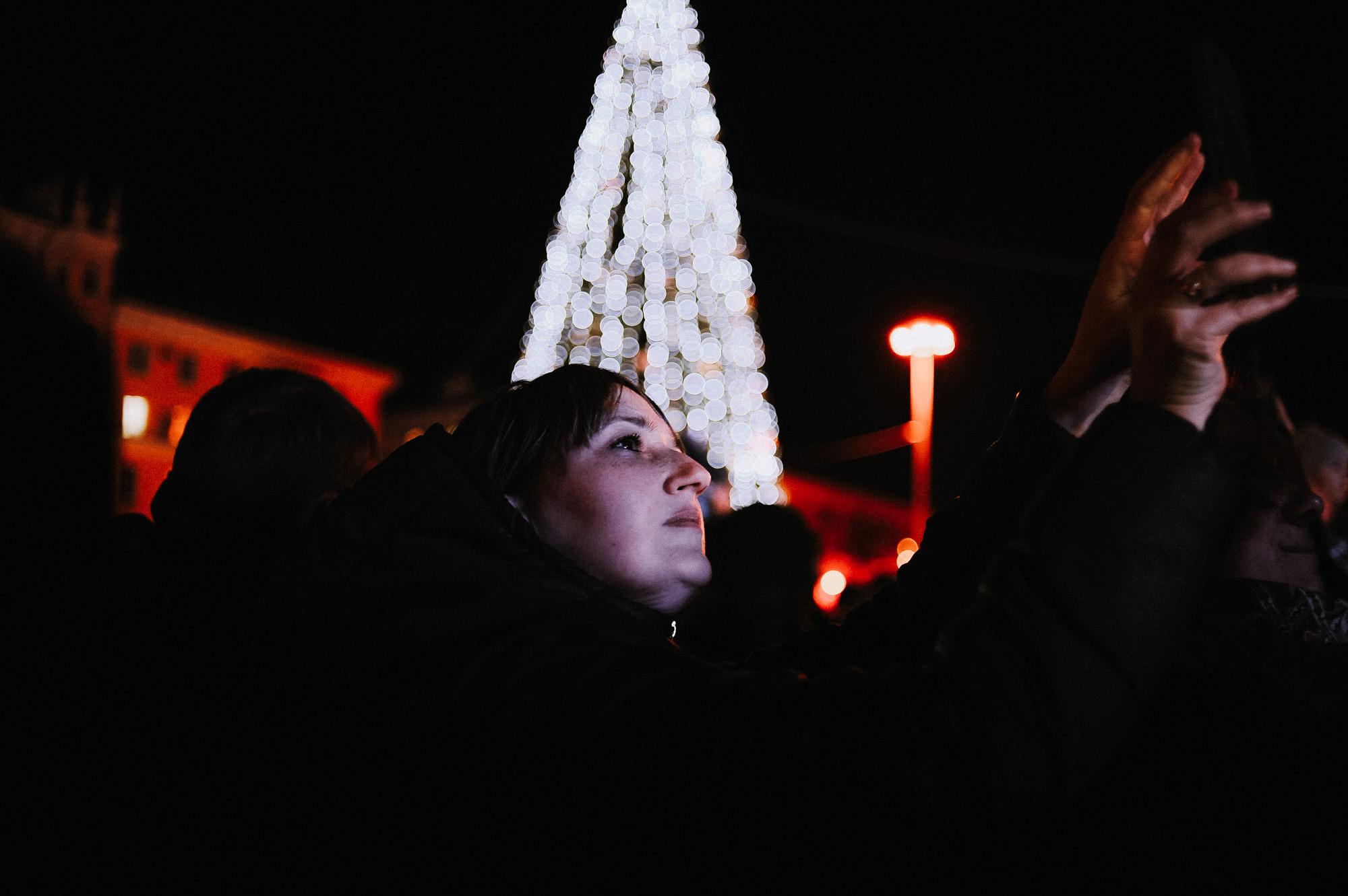 ZZZ 6992 В Астрахани на площади Ленина зажгли новогоднюю елку: кадры торжества
