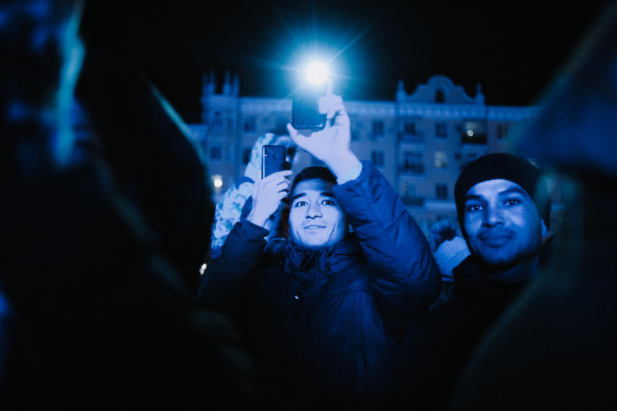 ZZZ 6996 В Астрахани на площади Ленина зажгли новогоднюю елку: кадры торжества