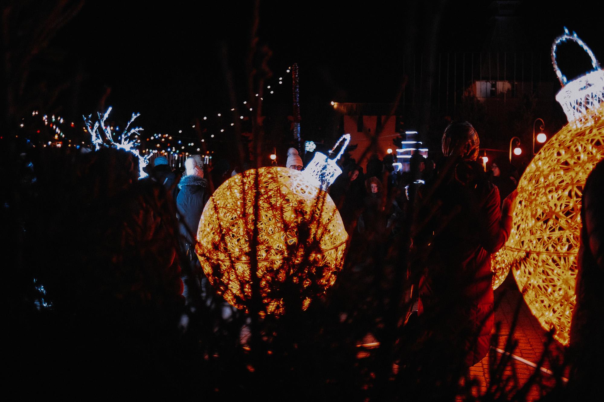ZZZ 6999 В Астрахани на площади Ленина зажгли новогоднюю елку: кадры торжества