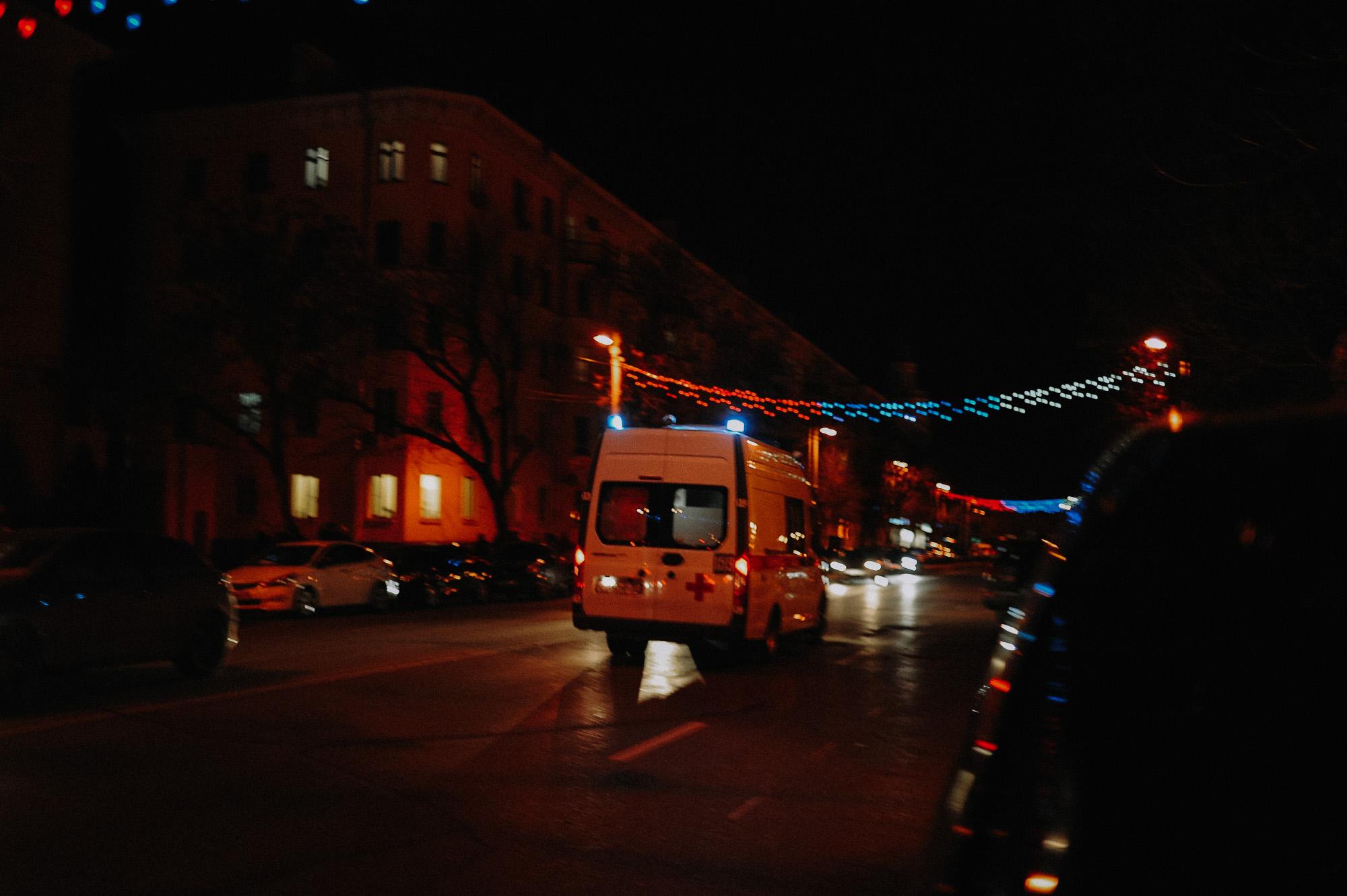 ZZZ 7008 В Астрахани на площади Ленина зажгли новогоднюю елку: кадры торжества