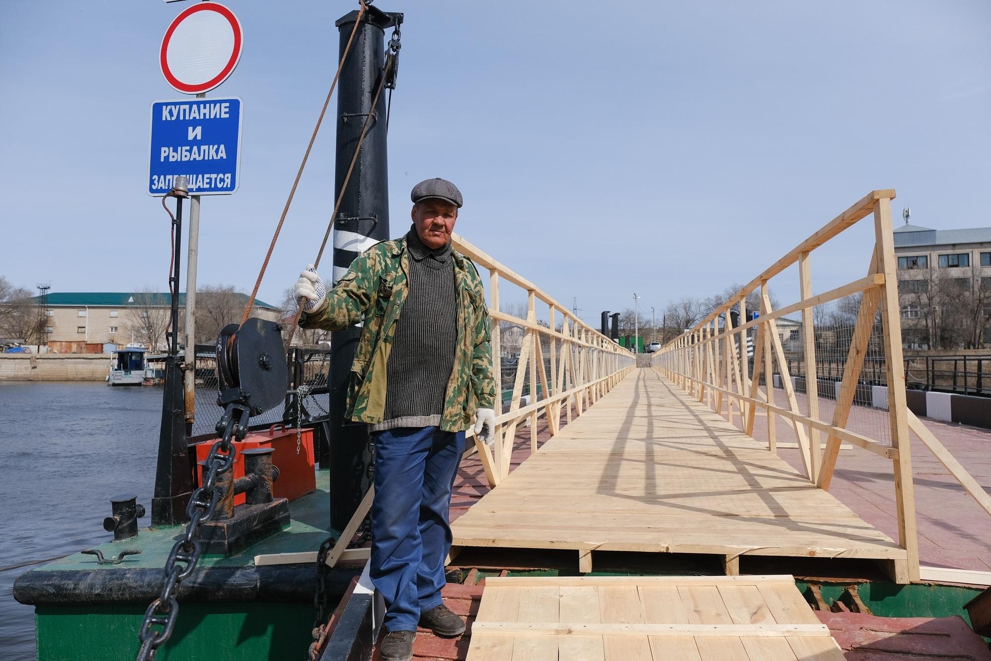 В Астрахани открыли понтонную переправу и запретили ловить рыбу