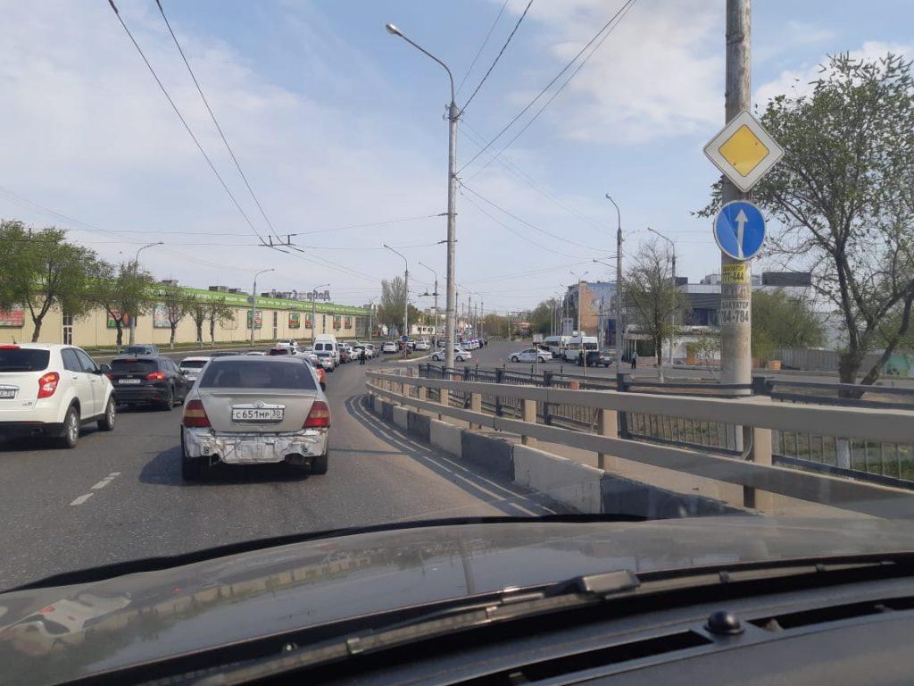 BLuicNVQ4Ds В Астрахани полицейские проверяют водителей на наличие пропусков