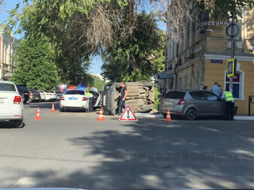 PNaxe1aArKA В центре Астрахани произошел «перевертыш»