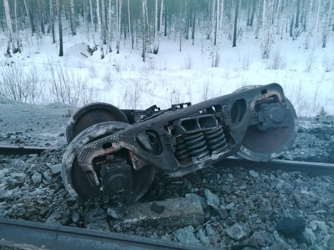 поезд 2 Поезд из Астрахани не доехал до Нижневартовска из-за крупной аварии на путях
