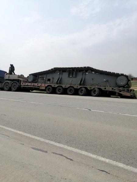 1 Под Астраханью грузовик с ценным грузом чуть не свалился в кювет