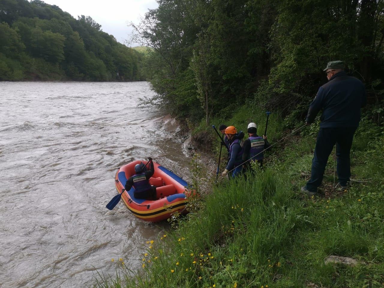 в Адыгее 2 В Адыгее ищут унесенных течением реки астраханских туристов