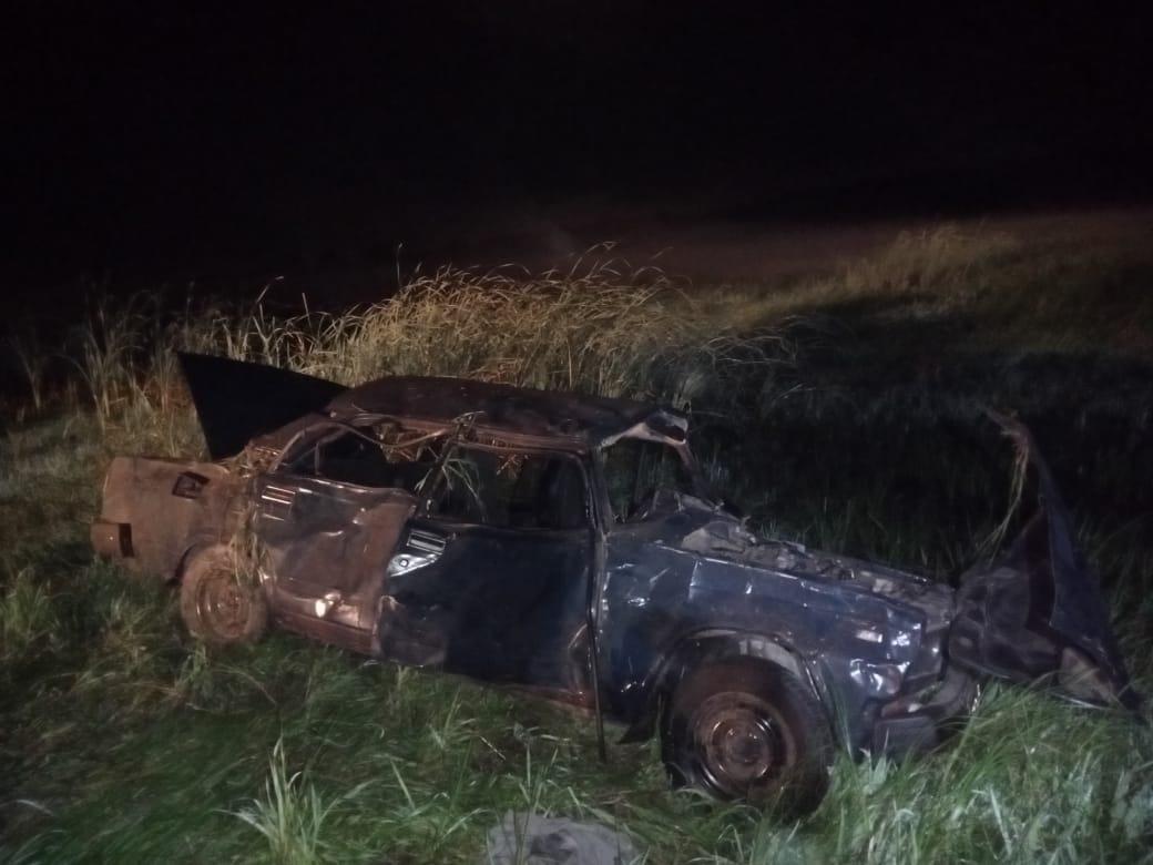 9 пострадавших Под Астраханью автомобиль с девятью подростками улетел в кювет