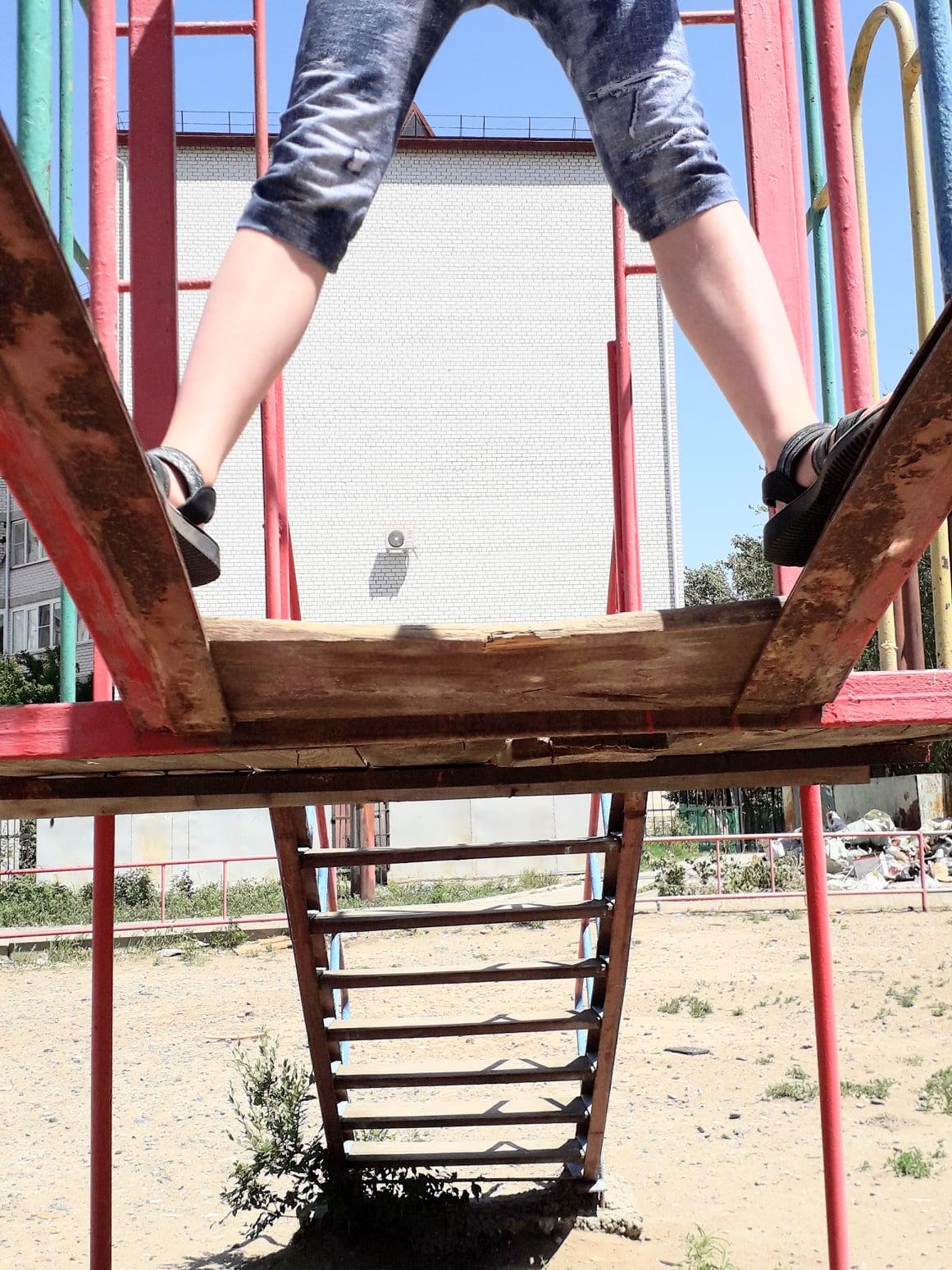 3 Разруха в Астрахани превращает детей в вандалов