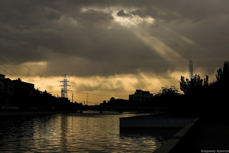 5W4A0009 2 Астраханское небо после дождя заворожило горожан (фоторепортаж)