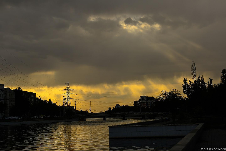 5W4A0013 3 Астраханское небо после дождя заворожило горожан (фоторепортаж)