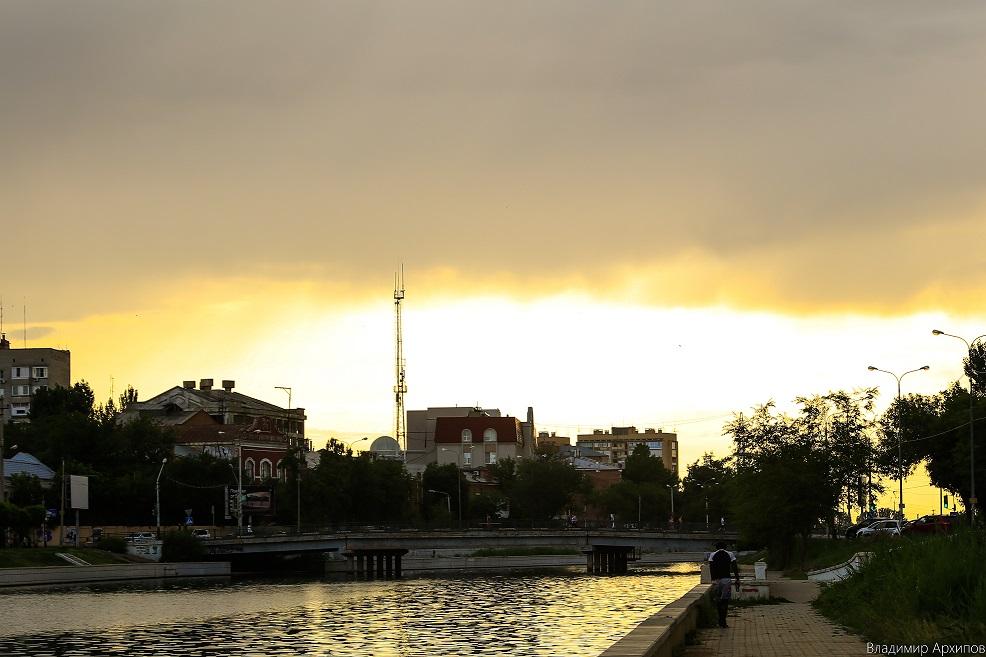 5W4A0026 7 Астраханское небо после дождя заворожило горожан (фоторепортаж)