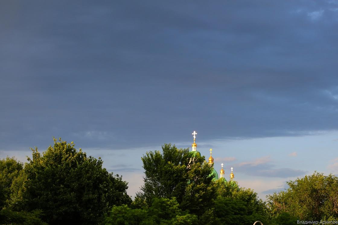 5W4A0126 9 Астраханское небо после дождя заворожило горожан (фоторепортаж)