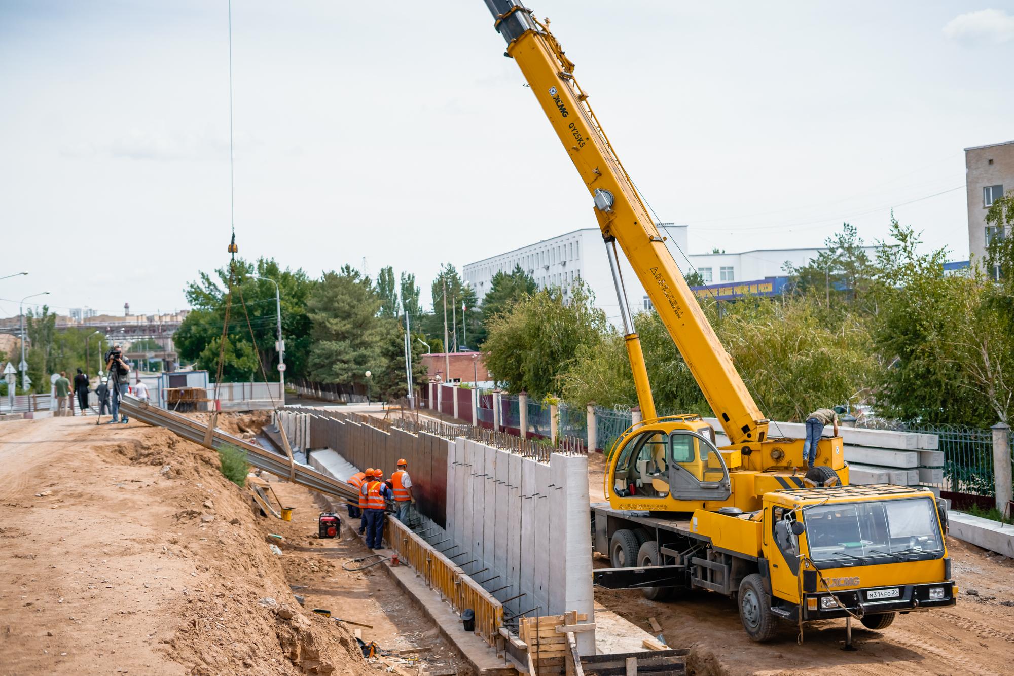 DSC05682 В Астрахани назвали новый срок «запуска» Милицейского моста
