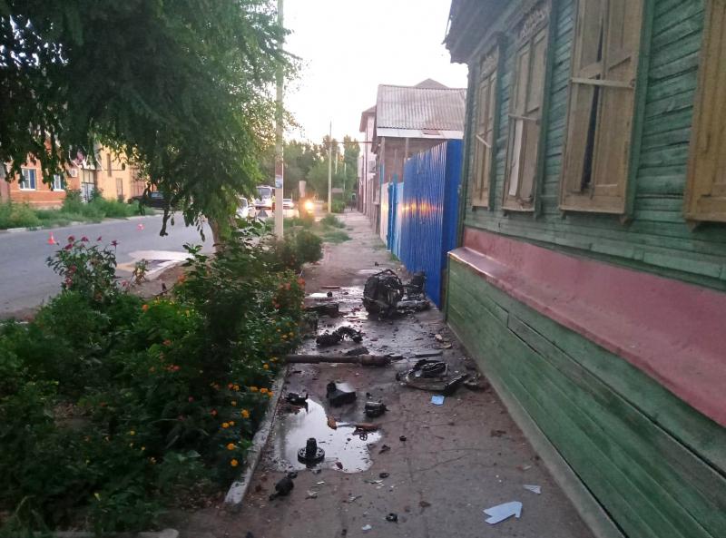 наезд на дерево 1 В Астрахани в столкновении с деревом погиб автомобилист