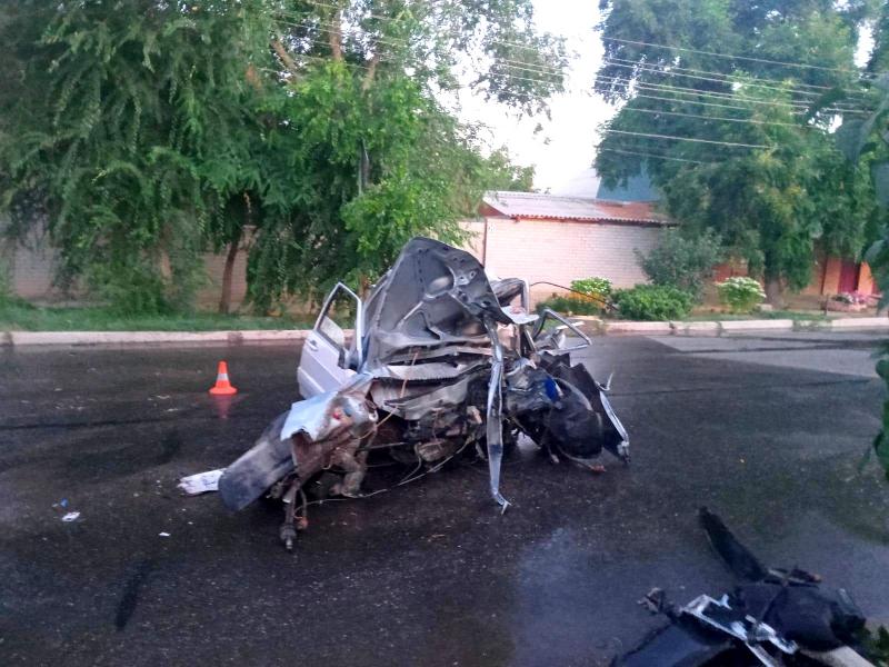 ДТП в Трусовском районе Астрахани, в котором погиб 20-летний мужчина. Фото: УМВД по АО