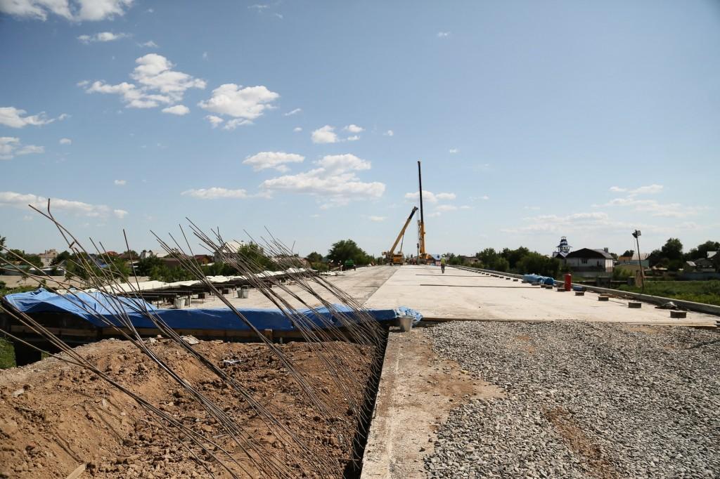 мост в Астрахани 3 В Астрахани на Милицейском мосту установили последнюю балку