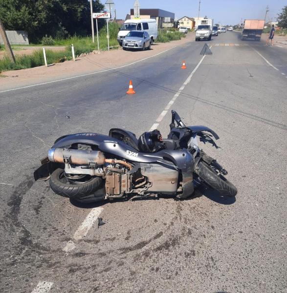 с мотороллером 2 Под Астраханью водитель мотороллера погиб под колесами большегруза