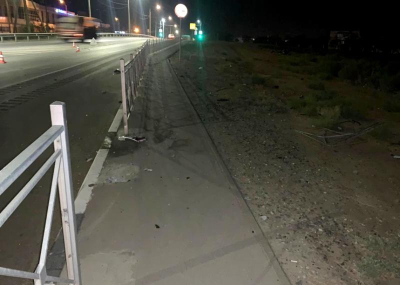 гибель мотоциклиста 2 Ночью в Астрахани в столкновении с ограждением погиб мотоциклист