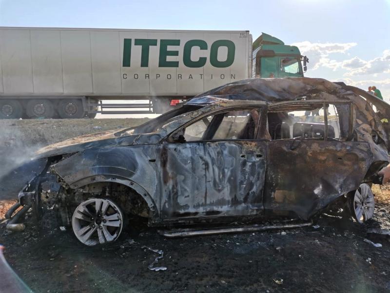 под Астраханью с пятью погибшими 2 Под Астраханью в перевернутом автомобиле сгорела многодетная семья