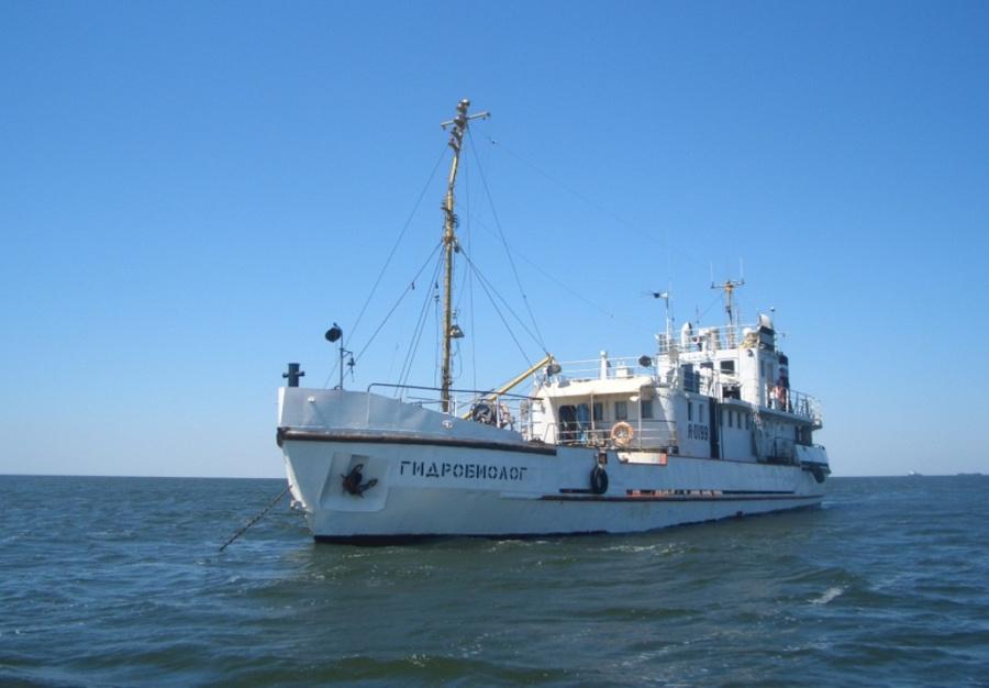 судно Пьяный матрос требовал вернуть судно в Астрахань, приставив к горлу капитана нож