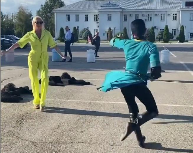 волочкова 2 Анастасия Волочкова разочаровала подписчиков лезгинкой в астраханском аэропорту